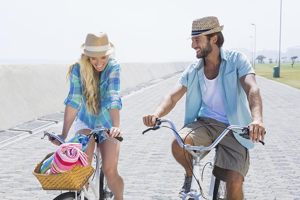 bicycle tour couple